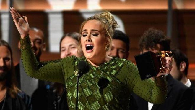 """Adele arrasó en los Grammy 2017 con el mejor álbum """"25"""" y canción del año """"Hello"""""""