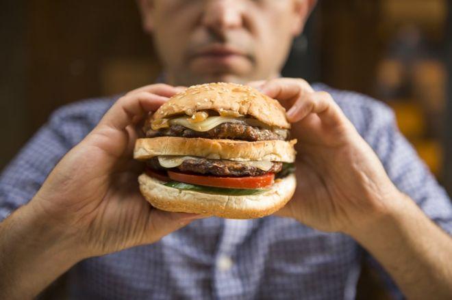 Por qué comer más grasa es peor para los hombres que para las mujeres