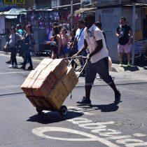 Intervenciones callejeras en Santiago centro reivindican valores demigrantes