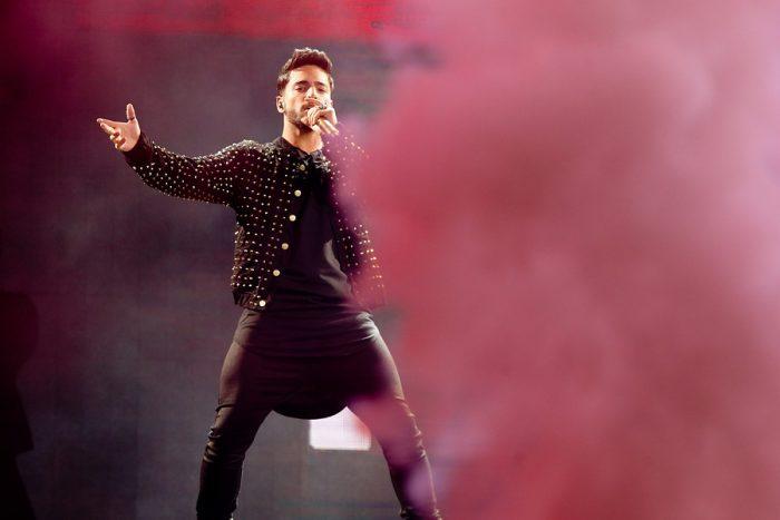 Maluma interpreta polémica canción a pedido de un público mayoritariamente femenino