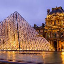 Gran afluencia de visitantes se reunieron para la reapertura del Museo del Louvre en París