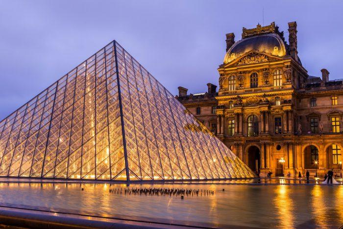 Francia: sujeto ataca con un machete a militares frente al museo del Louvre