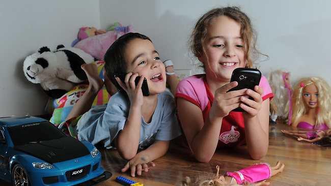 Pediatras alertan sobre excesivo uso de celulares en los niños