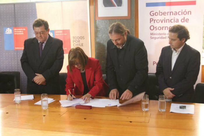 Bienes Nacionales firma acuerdo en Osorno: terrenos del Ejército serán traspasados para construir más de mil viviendas