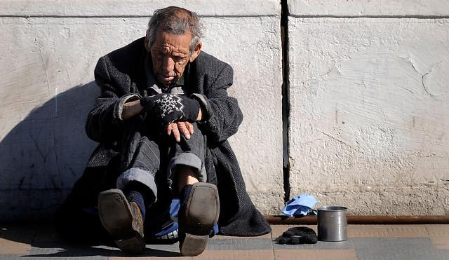 La pobreza es tan o más dañina que la obesidad, la hipertensión y el alcoholismo