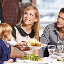 Restaurante italiano premia a clientes por el buen comportamiento de sus hijos