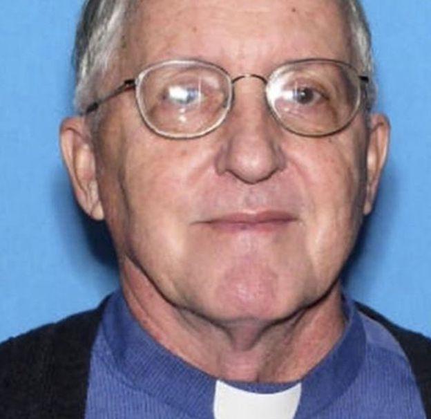 """El padre Robert """"era muy consciente de la posible violencia que podía involucrar su ministerio"""", dijo un arzobispo"""