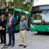 Ministerio de Transportes reasigna recorridos de Transantiago y presenta nuevos buses