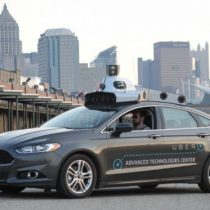 Alphabet, la matriz de Google, acusa a Uber de robar tecnologías de sus autos sin conductor