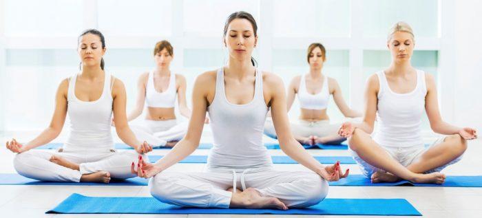 Actriz Ximena Rivas invita a clase de yoga multiteacher en beneficio de profesores vía online