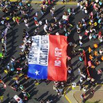 Multitudinaria marcha contra las AFP se destaca por su carácter pacífico y familiar