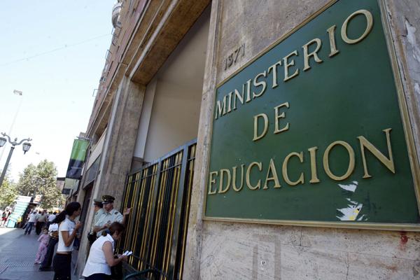 Ofician al Mineduc por campaña comunicacional de educación sexual