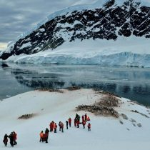 Pasado y presente entre los silentes hielos de la Antártica Chilena