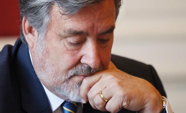 Guillier atrapado en su laberinto: encuestas de La Moneda instalan ánimo de derrota en el oficialismo