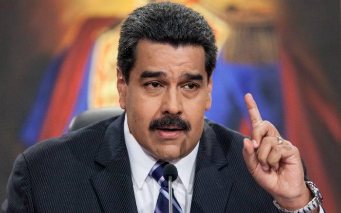 Expulsan de Venezuela a periodista de Canal 13 por grabar filas en un supermercado