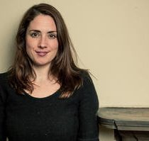 Entrevista en vivo a dramaturga Lucy Prebble en Teatro UC