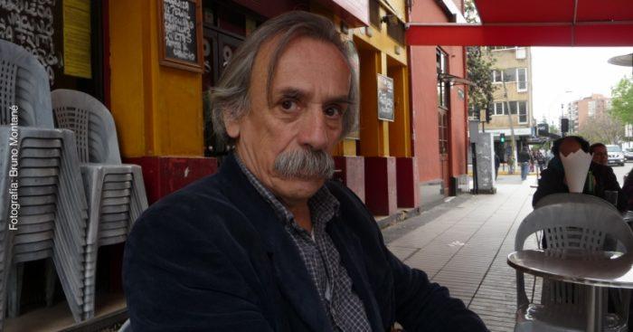 """Miguel Vicuña, poeta y filósofo: """"La parálisis política es parte de la condición miserable y desintegrada en que se encuentra Chile"""""""