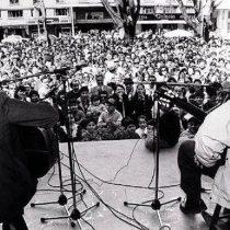 Pedro Yánez y Eduardo Peralta: 30 años de improvisación poética en El Mesón Nerudiano