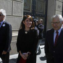 Gobierno sale en bloque a apoyar al ministro Valdés tras funa