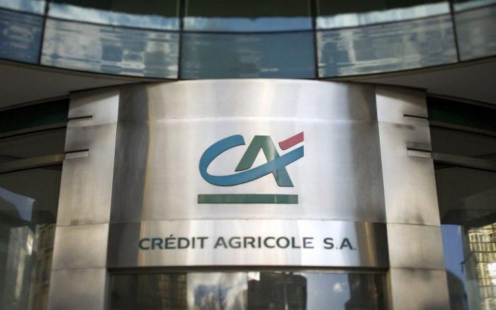Crédit Agricole negocia la compra de tres bancos en Italia