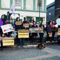 """""""¡Nabila te creemos!"""", gritaban las mujeres que se reunieron a lo largo de Chile en apoyo a Rifo previo al veredicto"""