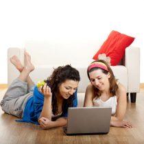 Comercio por internet: las mujeres ya somos casi la mitad del mercado ¿quieres saber qué compramos?