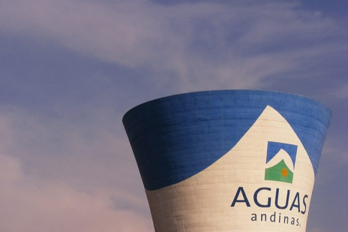 Aguas Andinas descarta riesgos para la salud tras registrarse mal olor en el agua potable