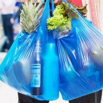 La cruzada por terminar con el uso indiscriminado de bolsas plásticas en Chile que lideran las regiones
