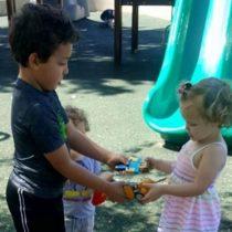 ¿Los niños siempre tienen que compartir sus juguetes con los demás?