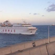[VIDEO] Un ferry colisiona con muelle y provoca derrame de combustible