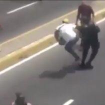 [VIDEO] La brutal agresión de parte de la resistencia venezolana a un Guardia Civil en manifestaciones