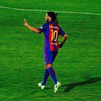 [VIDEO] No pierde la magia: Ronaldinho deslumbra en partido de estrellas del Barcelona