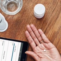 Revolución digital lleva a la industria farmacéutica un paso más allá de sólo recetar medicamentos