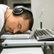 Científico advierte que falta de sueño genera mayores índices de alcoholismo y divorcios