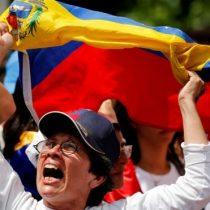 """Miles de mujeres marcharon en varias ciudades de Venezuela """"en contra de la represión"""", y otras """"en contra del terrorismo"""""""