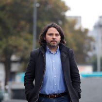 Alberto Mayol propone una ley de medios de comunicación que incluye nacionalizar El Mercurio