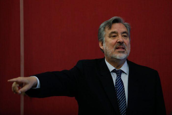 Guillier sale a repasar a Piñera: