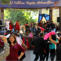"""Ciclo gratuito de """"Cuecas y Folklore en mi Plaza"""" en Plaza de Armas de Santiago"""