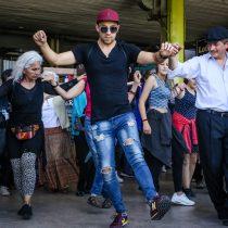 Flashmob Zorba el Griego en Zócalo de la Municipalidad de Recoleta