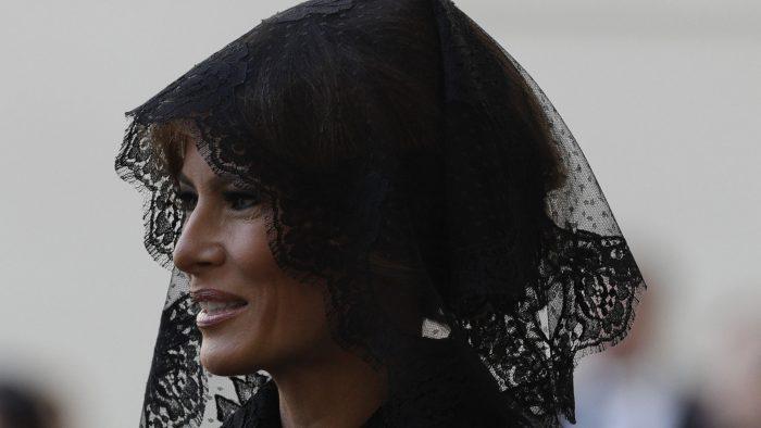 Por qué el velo de Melania llamó la atención en el encuentro entre el Papa y el presidente Trump