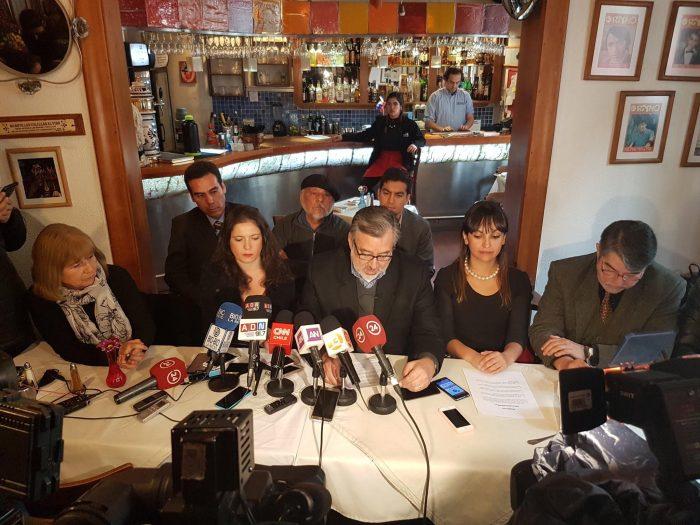 Guillier recibe propuestas de periodistas para avanzar en una Ley de Medios que asegure un
