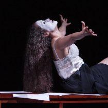 """Obra """"Estupor y temblores"""" basada en la obra de Amélie Nothomb en Teatro UC"""