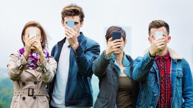 Las empresas que prometen curarte de tu adicción a las redes sociales como Facebook, Twitter o Snapchat (y cómo lo hacen)