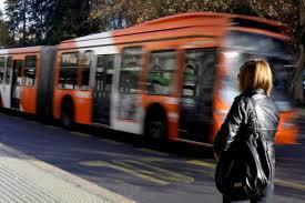 Corte de Santiago decreta prisión preventiva a estudiante que agredió a fiscalizadora del Transantiago