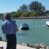 [VIDEO] El angustiante intento de salvar a un padre y su hija de su auto luego de caer al mar