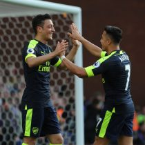 [VIDEO] El alma del equipo: Alexis Sánchez da extraordinaria asistencia a Ozil en victoria del Arsenal