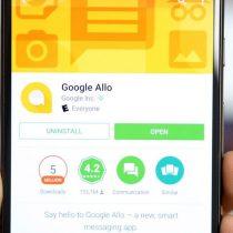 Google presenta la primera versión de su asistente en español para Allo