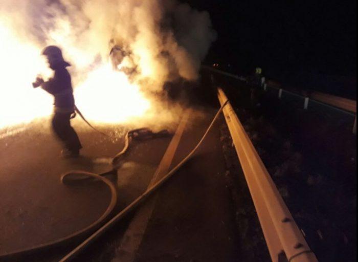 Ataque incendiario terminó con un camión quemado entre Bío Bío y La Araucanía