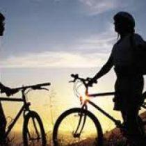 De airbags a plegables: alternativas a cascos clásicos de bicicleta