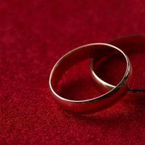 """""""Muchos tienen miedo"""": el drama silencioso de los hombres que son forzados a casarse"""